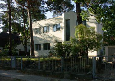 B64 | Umbau, Instandsetzung und Modernisierung eines unter Denkmalschutz stehenden Einfamilienhauses | 14163 Berlin