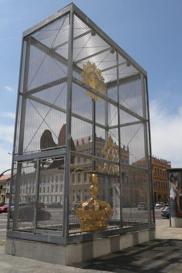 Vitrine | Errichtung einer Basis zur temporären Präsentation der neuen Wetterfahne der Garnisonkirche | 14467 Potsdam